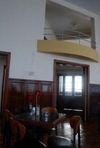 Essa é uma visão de parte do lugar onde servem o café da manhã